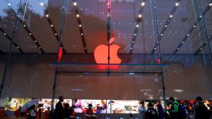 Apple Store Red Sign@表参道